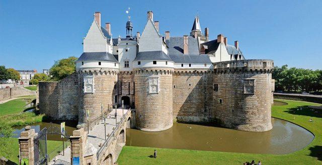 Замок-герцогов-Бретонских Франция