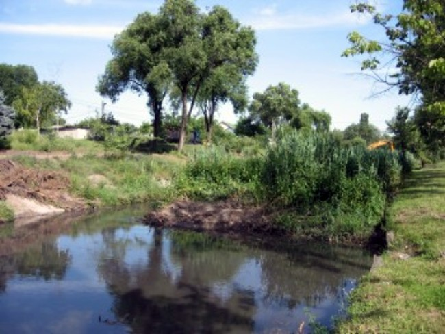 Река Бык. Кишинев, май 2014 г.