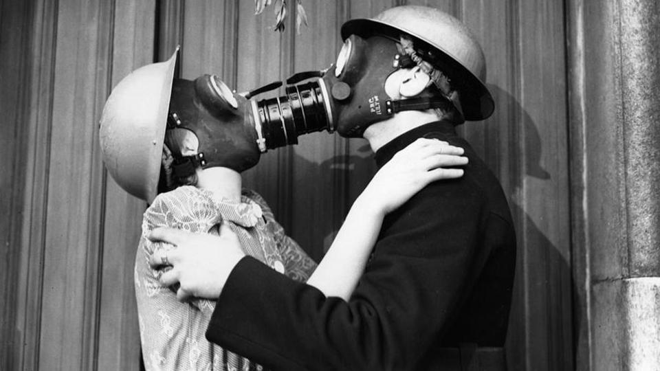 Секс в медицинских масках и без поцелуев. Рекомендации властей канадской провинции