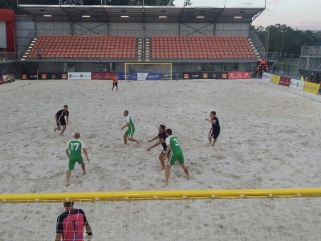 В парке «Ла Извор» открыли стадион для пляжного футбола