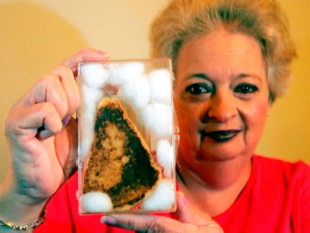 7 странных покупок на аукционах, которые стоят состояние, Тост с изображение Девы Марии за $28 тысяч