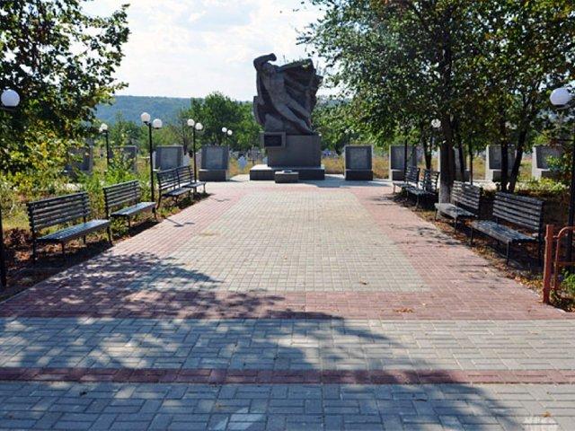 В одном из сел Дубоссарского района реконструировали мемориальный комплекс