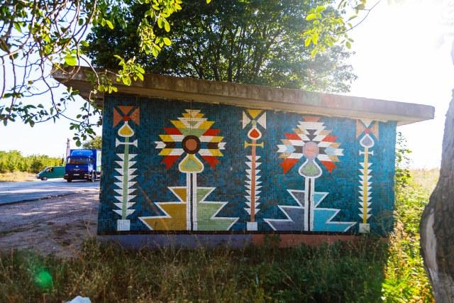 В селе Старые Дубоссары есть две очень яркие и красивые остановки