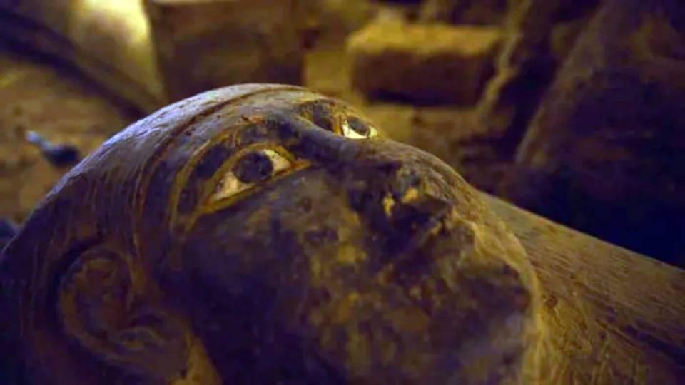 В Египте найдены 13 запечатанных саркофагов. возрастом 2500 лет.