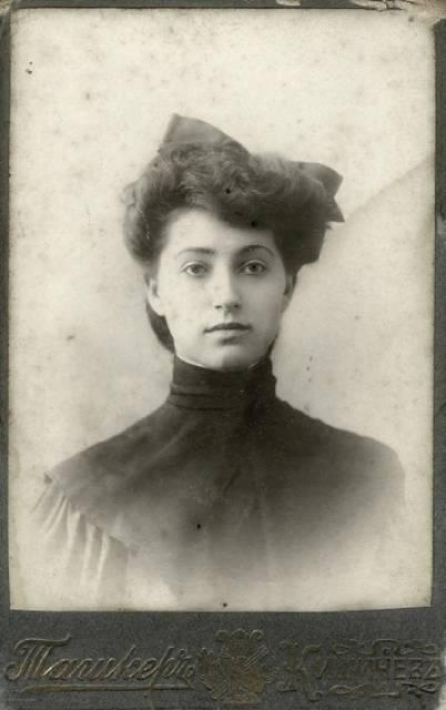 Как одевались кишиневские девушки конца 19 - начала 20 веков, 2