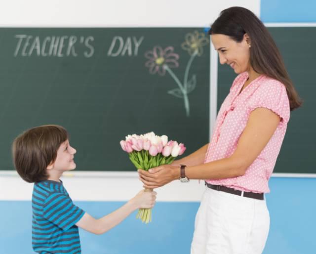 Сегодня отмечают День учителя.