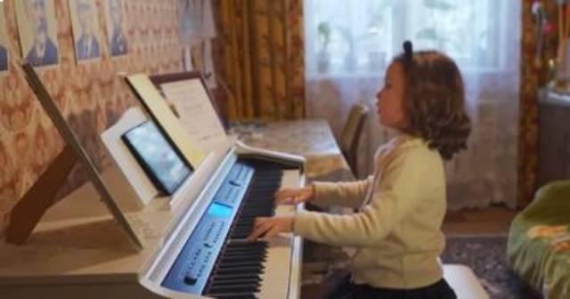 Семилетняя пианистка из Молдовы покоряет мировые сцены