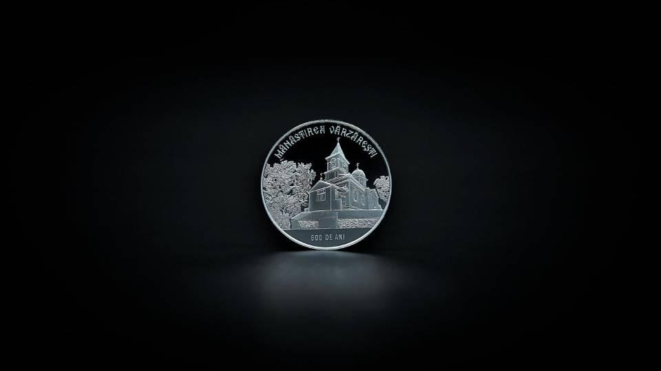 Сокровища нумизматов. Монета, посвященная 600-летию со дня основания монастыря Вэрзэрешть.