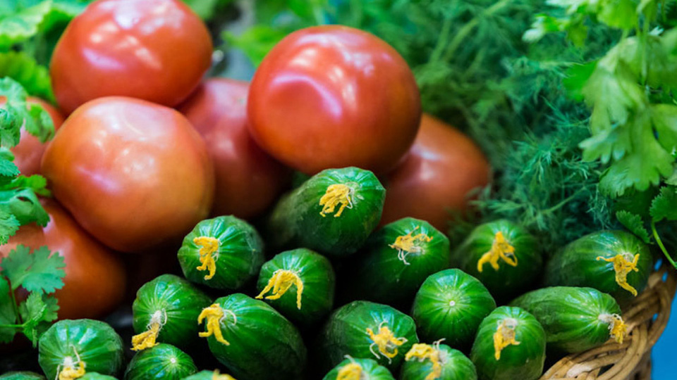 На рынках Молдовы остались только тепличные овощи. Но они дешевле, чем в прошлом году