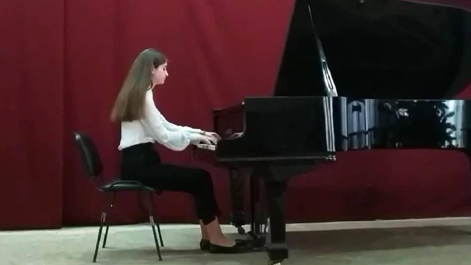 Музыкальная школа им. Стырчи организовала рождественский онлайн концерт