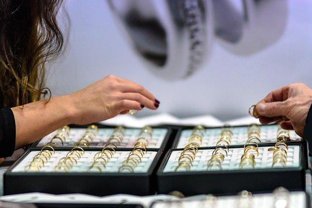 Путешествия заменили бриллианты. Спрос на них в пандемию вырос
