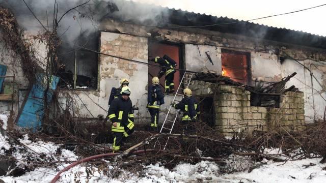 В Кишиневе загорелся деревообрабатывающий завод