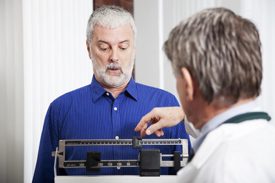 Избыточный вес повышает вероятность диабета, атеросклероза, болезней печени и онкологических заболеваний.